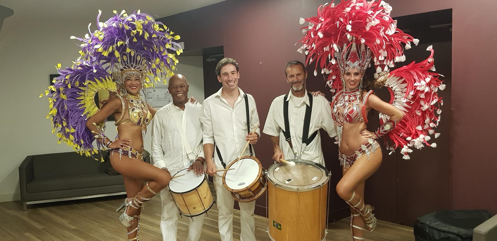 musiciens et danseuses samba .jpg