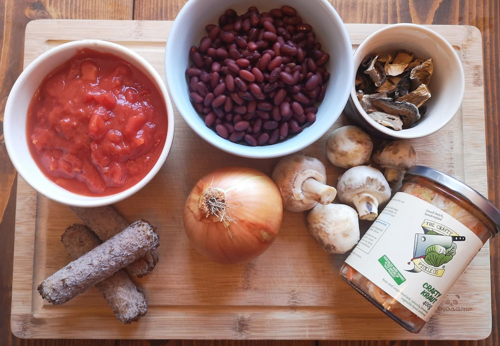 Chopped tomatoes, sausages, onion, kidney beans, sauerkraut and mushrooms