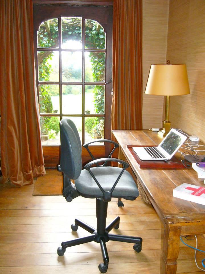 Villa desk.jpg