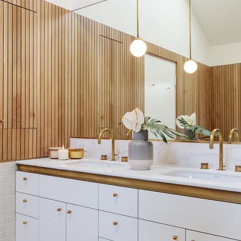 Choosing the Best Mirror for your Bathroom Vanity