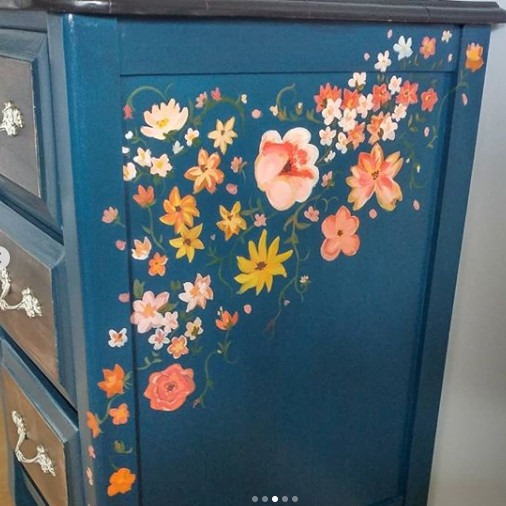 Flower pattern on side of furntiure