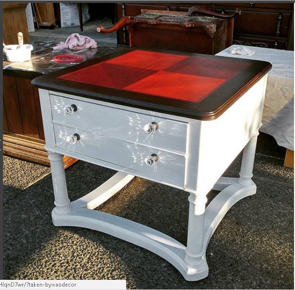 Harlequinn Table