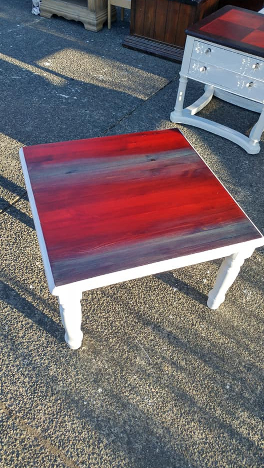 Red and blue aniline wood dye