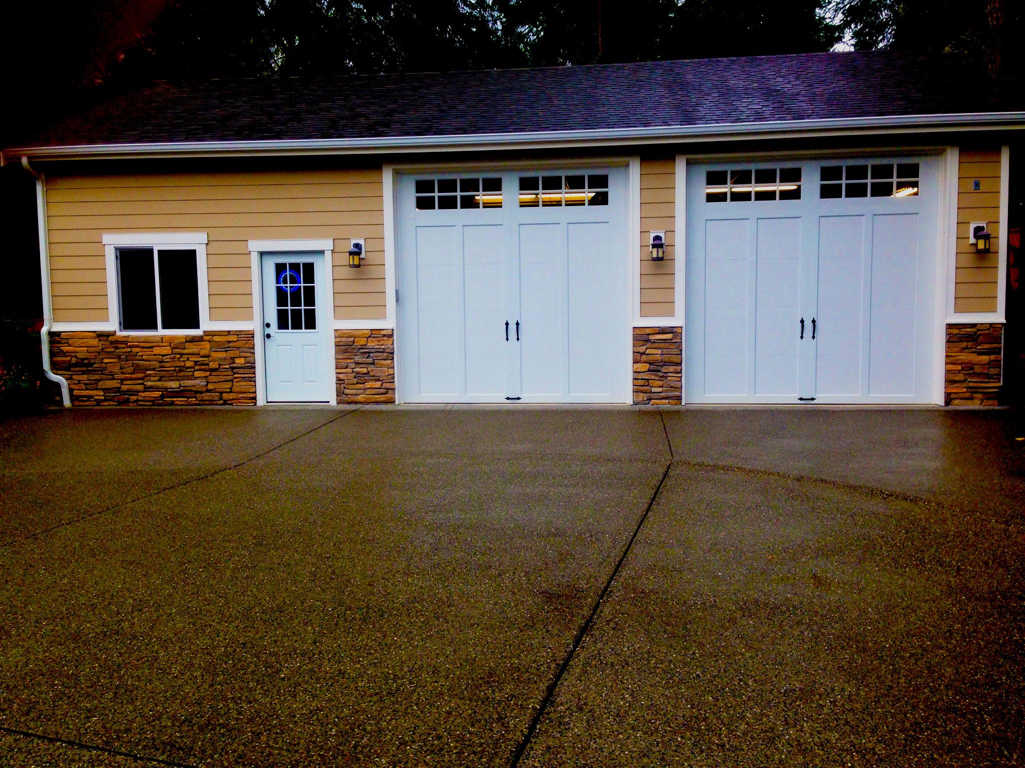 Garage+w+stone.jpg