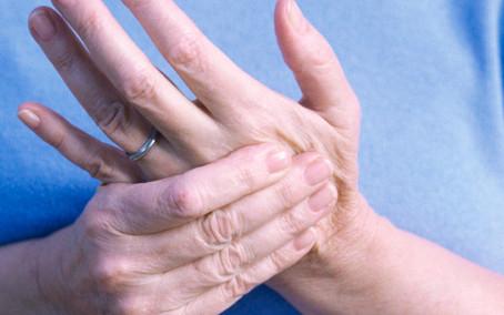 تخفيف ألم اليد أثناء الممارسة كطبيب أسنان