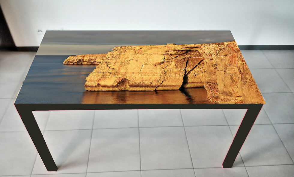 Stół z nadrukiem