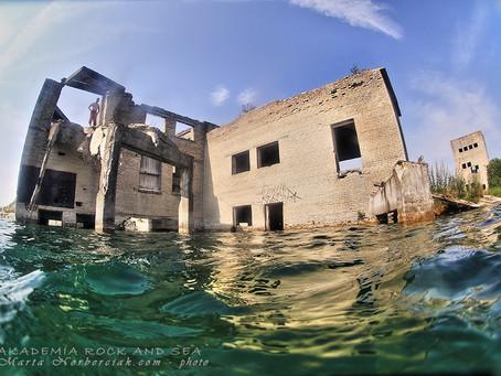 Nurkowanie w podwodnym więzieniu.