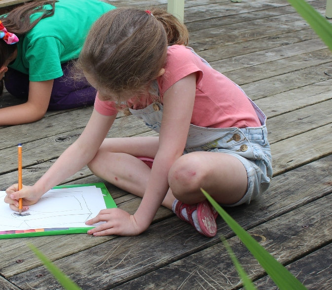 art class child drawing outside