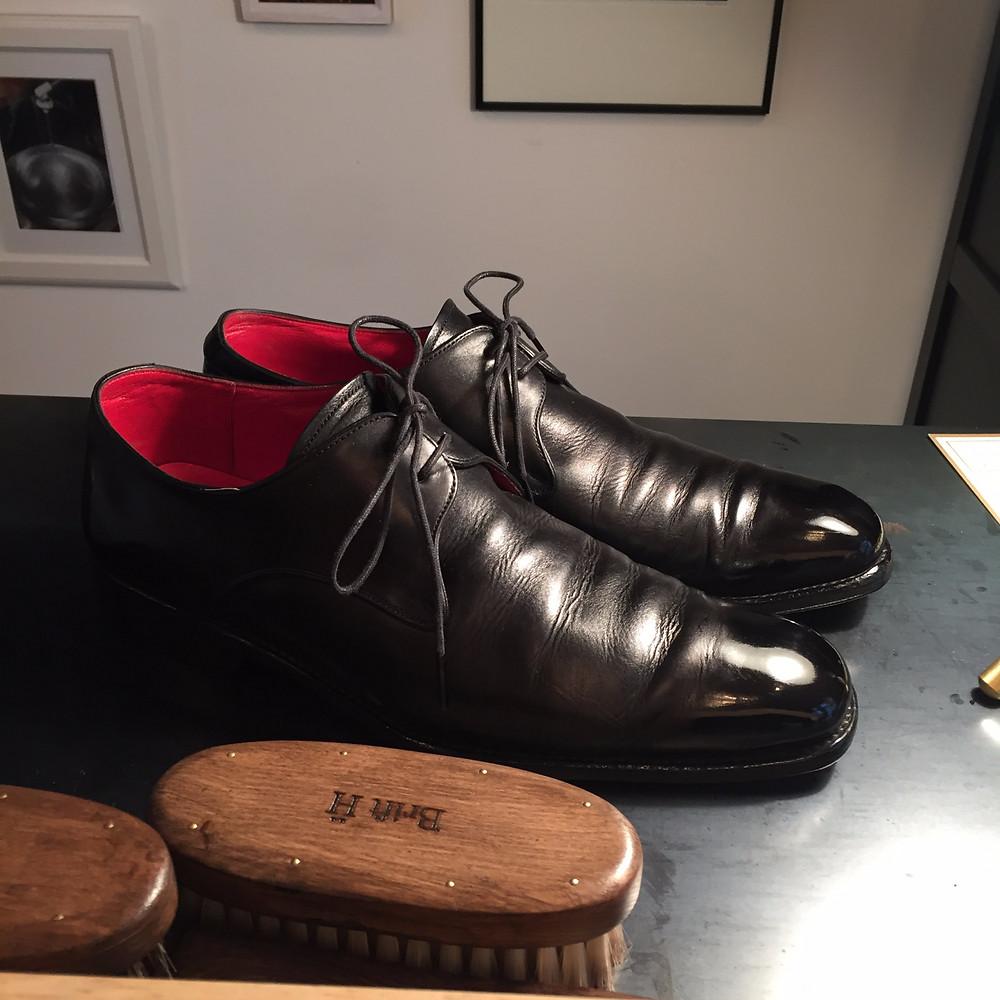 靴磨き 鏡面仕上げ