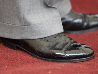 裕福だから靴を磨くのか。。。