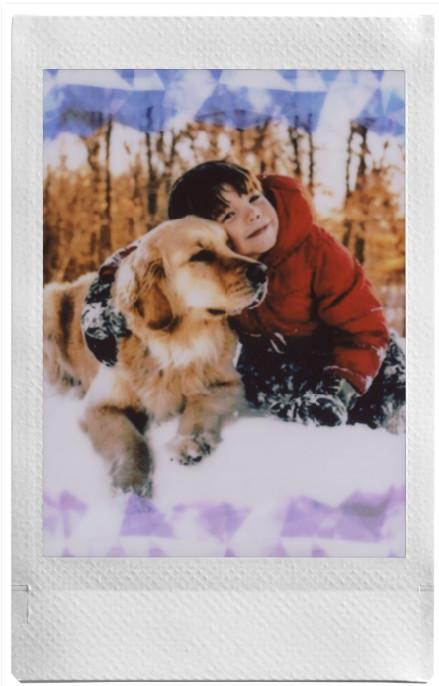 ילד וכלב בתמונת אינסטקס