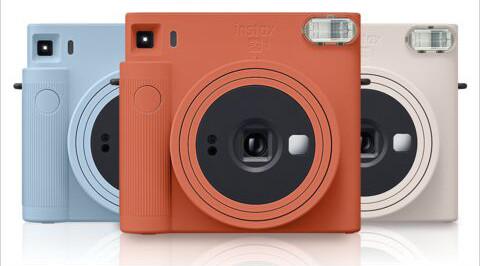 בשלושה צבעים INSTAX SQ1 מצלמת