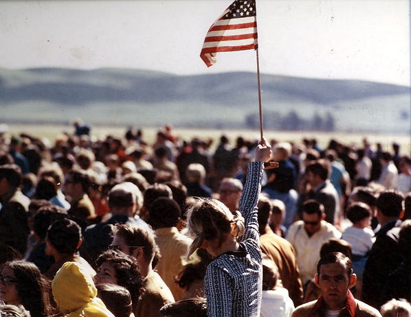 Crowds welcome home Vietnam Prisoners of War at Travis AFB