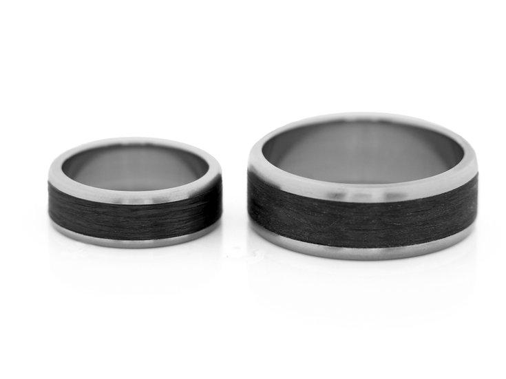 Obrączki tytanowe z  carbonem