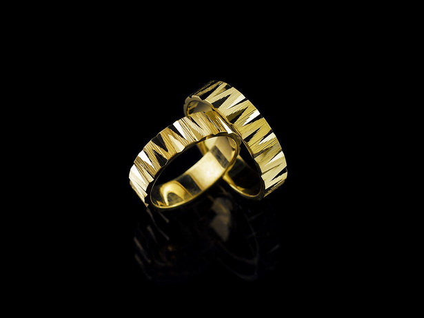 Obrączki  złote próba 585, szer.  5 mm