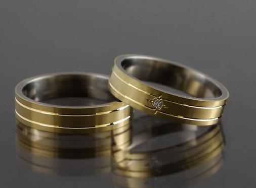 Obrączki tytanowo-złote z DIAMENTEM tg05