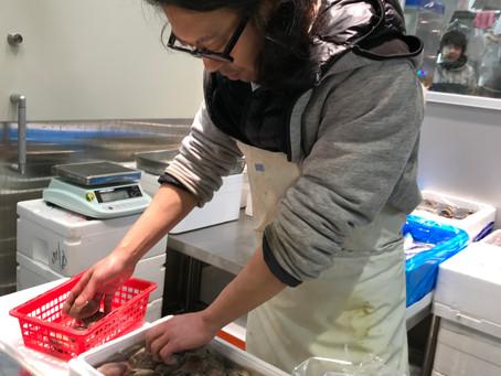築地で蛤の買い付け
