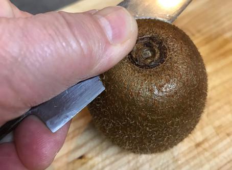 キウイの皮の剥き方