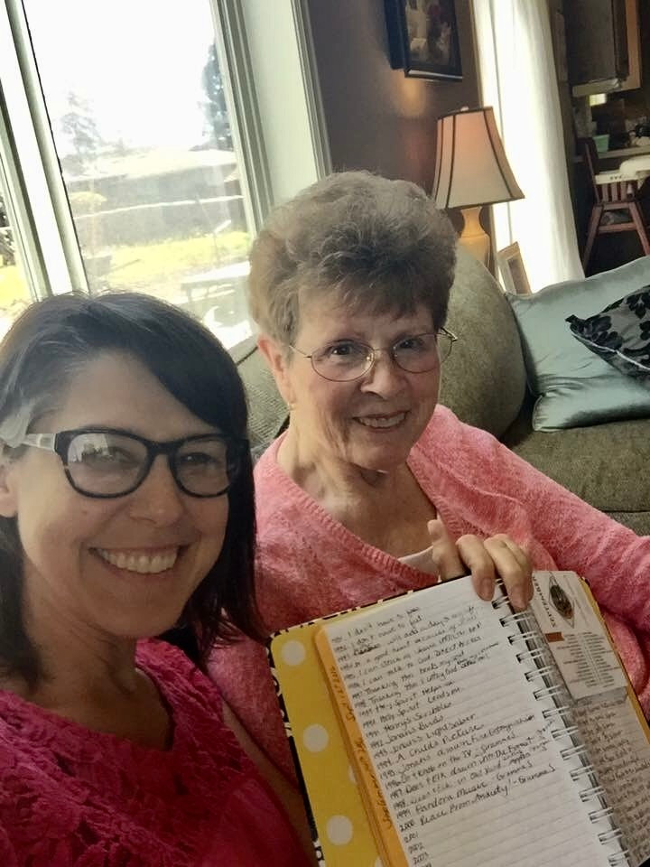 Chrissy with Grandma Shelton & her 1,000 Gifts journal / Mini Quiet Times with a Loved One with Alzheimer's / www.HoneycombOasis.com