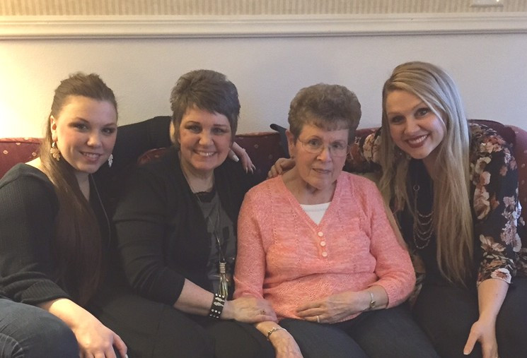 Carlianne, Barb, Mom/Gramma Shelton, Sharnessa / Mini Quiet Times with an Alzheimer's Patient / www.HoneycombOasis.com