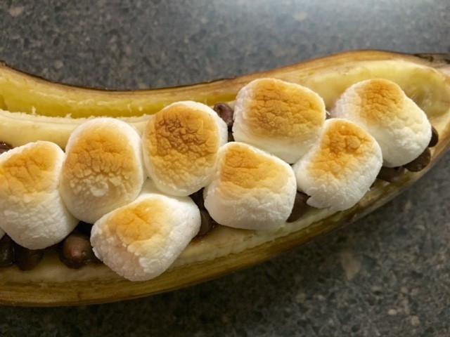 Close-up of golden marshmallows on banana / Banana Boats, Anyone?!? / www.HoneycombOasis.com