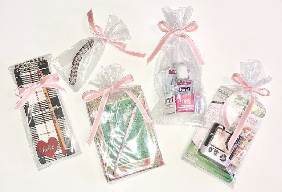 5 shower prizes in clear bags with pink bows / ABC Book to Makeat a Baby Shower / www.HoneycombOasis.com