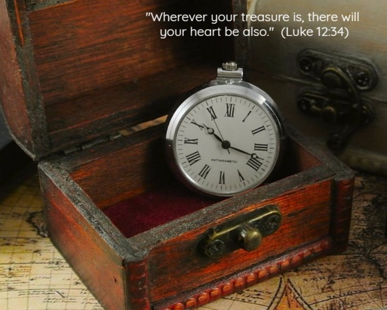Treasure Box with a clock inside / In Pursuit of True Beauty / www.HoneycombOasis.com