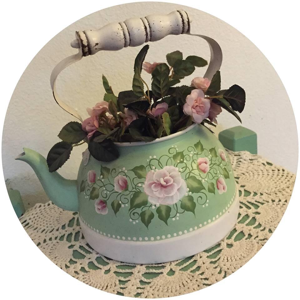Rose tole-painted teapot  / A Dozen Rosey Life Lessons / www.HoneycombOasis.com
