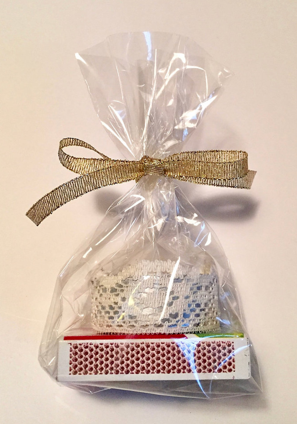 Candle with matches bag / Make a Bride Blessing Gift Bag / www.HoneycombOasis.com