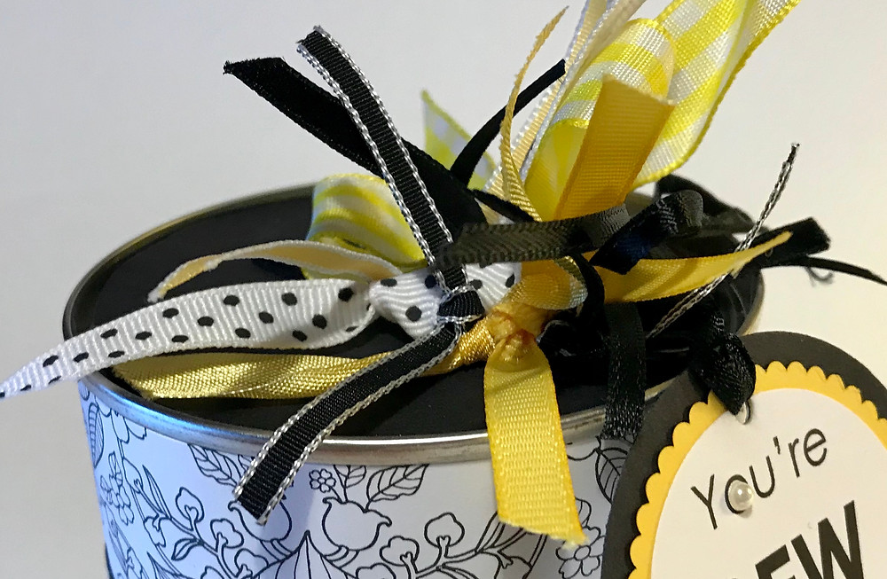 Top of yellow, black & white Sewist's can / Gift-in-a-Can: Decorating It  (Part 3) / www.HoneycombOasis.com