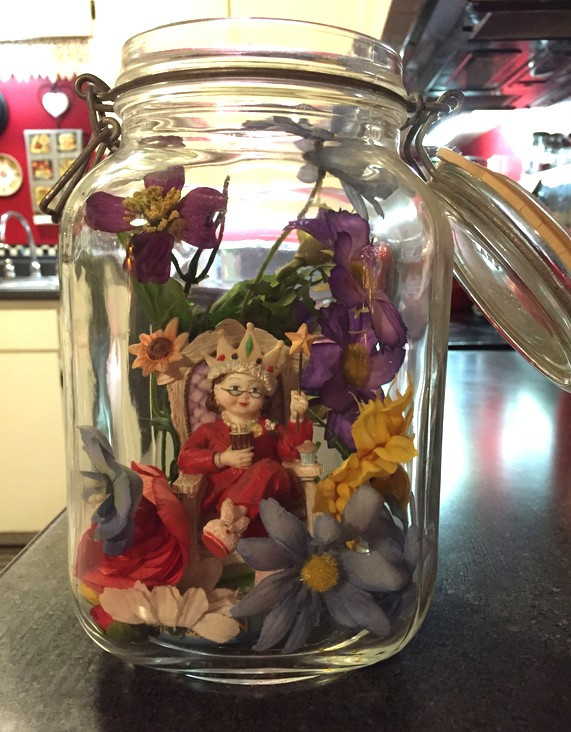 ME Queen figurine in jar in flowers - 20 Sweet 'n' Simple Pleasures - www.HoneycombOasis.com