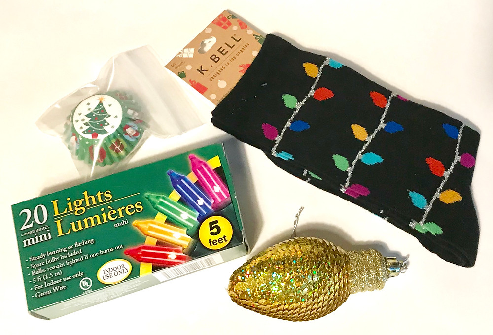 Christmas Sock Exchange gift in a can contents / Gift-in-a-Can: Themes & Contents (Part 1) / www.HoneycombOasis.com