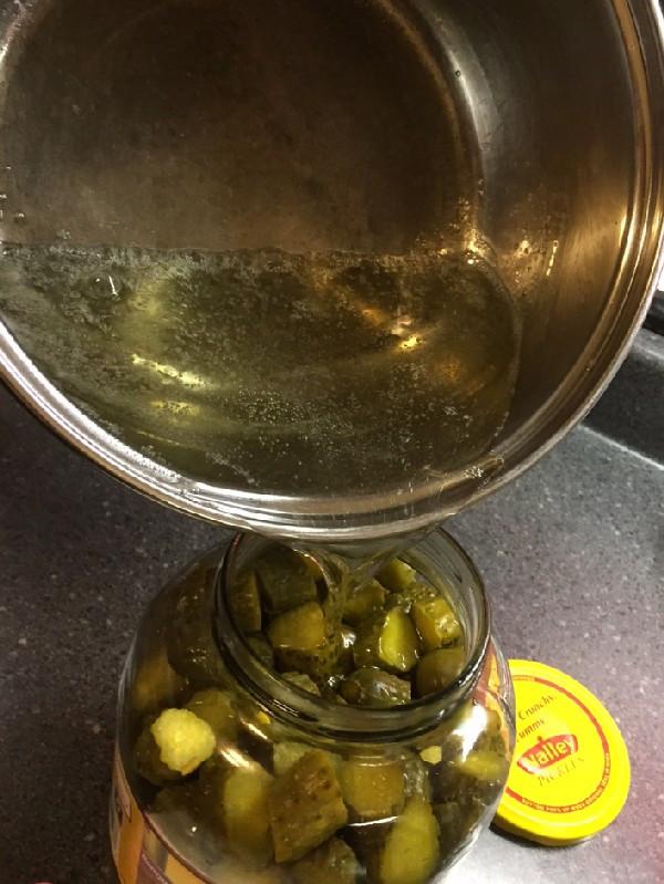 Pouring hot brine into jar of Gramma Shelton's Rebrined Pickles - www.HoneycombOasis.com