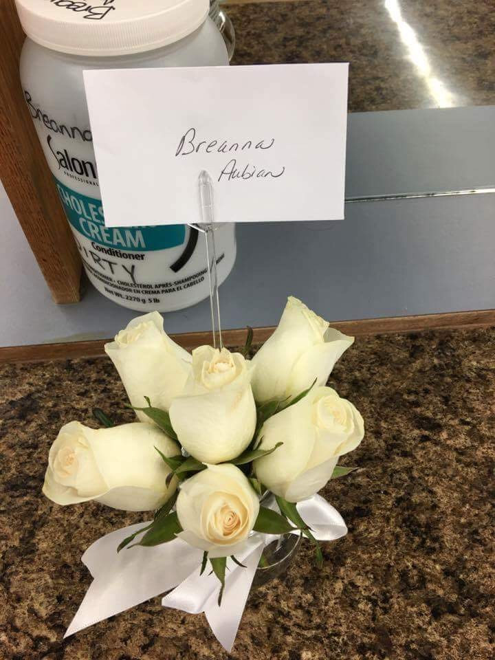 White roses gift / Bless-the-Bride Blitz / www.HoneycombOasis.com