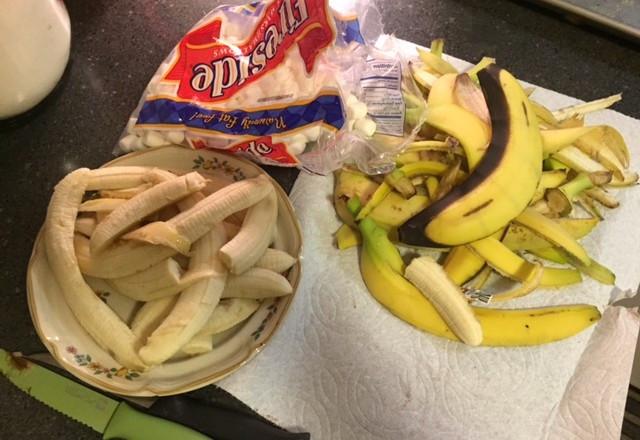 Banana scoopings + peelings / Banana Boats, Anyone?!? / www.HoneycombOasis.com