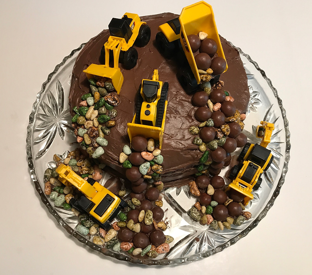 Our Construction Site Cake / Make a Construction Site Cake! / www.HoneycombOasis.com