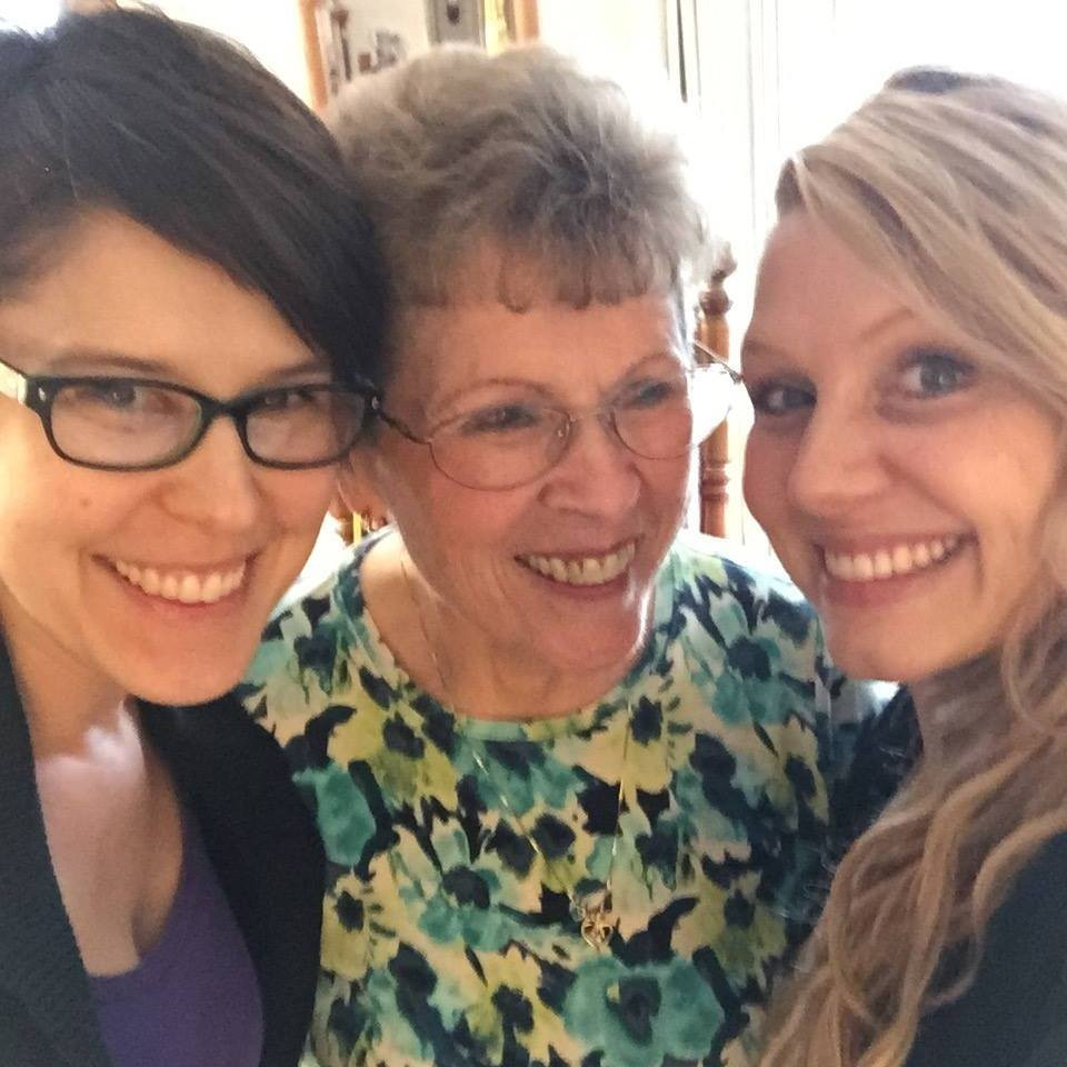 Chrissy, Mom/Grandma/Sharnessa / Mini Quiet Times with an Alzheimer's Patient / www.HoneycombOasis.com