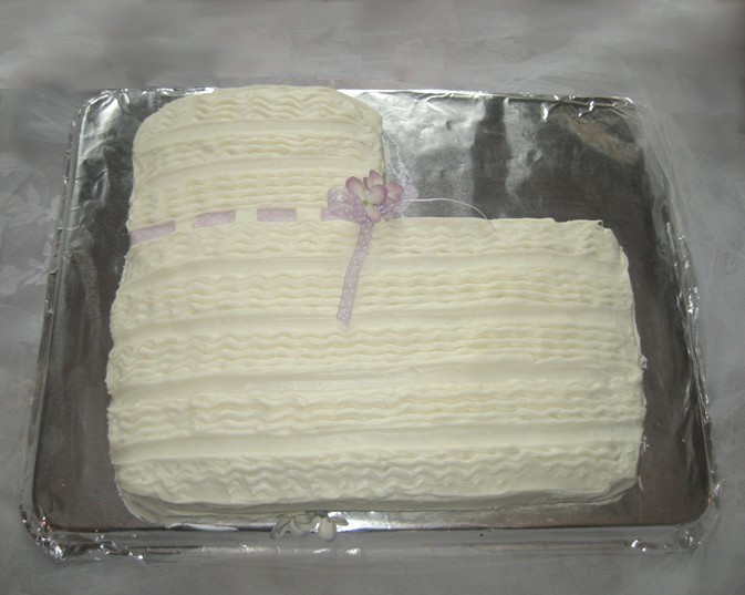 Yellow Baby Bootie Cake / My Best DIY Baby Shower Ideas / www.HoneycombOasis.com