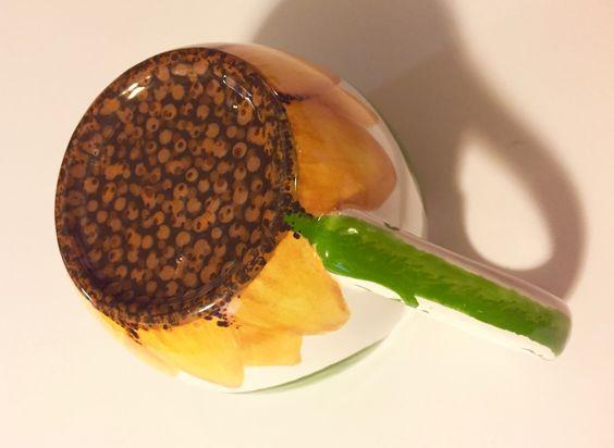 """After"" pic of a sunflower mug - bottom + handle / www.HoneycombOasis.com"