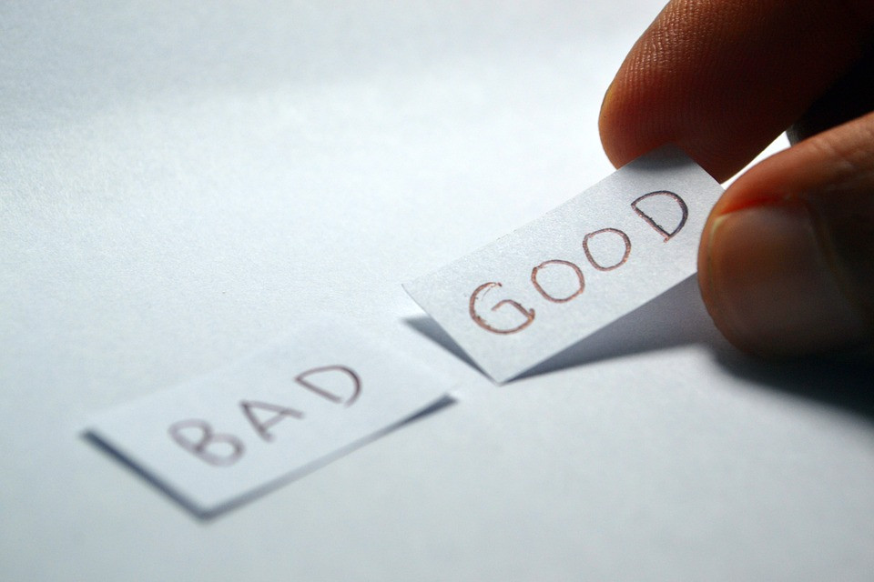 """BAD"" and ""GOOD"" on small papers / How to Enjoy Rainy Days Even If You Hate Rain / www.HoneycombOasis.com"