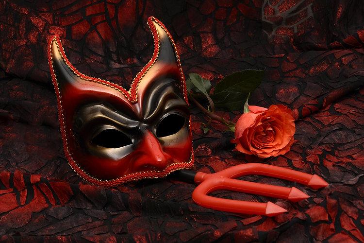 mask-2014554_1920.jpg