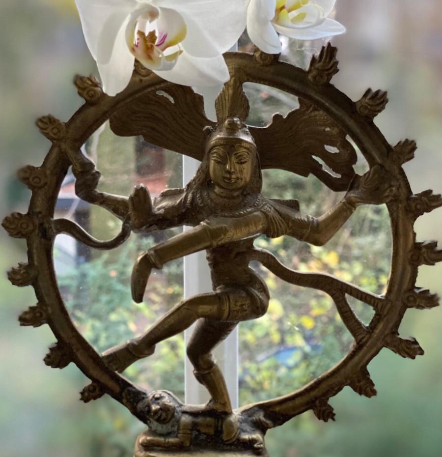 Ein tanzender Shiva als Symbol für unseren Körper, mit dessen Schwinung das Universum über das Gesetz der Anziehung in Resonanz geht!