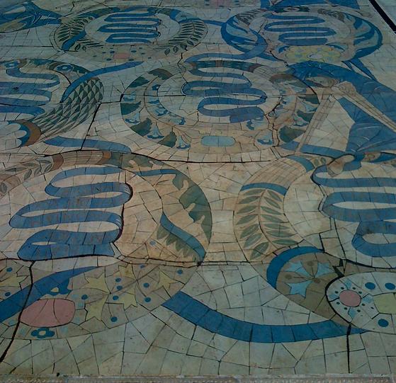 Blau und beiges Bodenmosaik als Cover für die Klangmeditation Reality Creation und Sigillenmagie