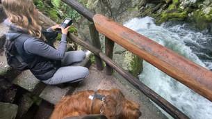 Bei der Aufnahme an der Quelle des Gollinger Wasserfalls