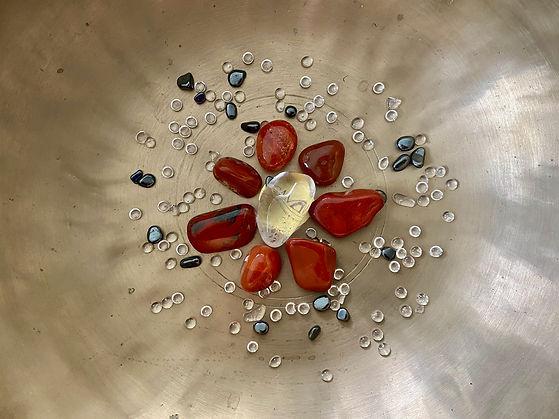 Dunkelorange farbene Edelsteine für die Sound Meditation Chakra Heilung für das Sakralchakra