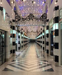Die Galleria, eine Einkaufspassage in Hamburg völlig menschenleer am Heiligen Abend