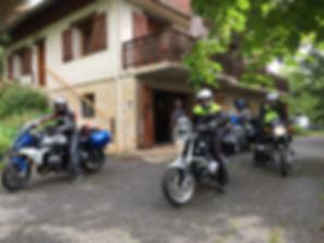 5 motards hébergés, motos à l'abri dans nos garages.