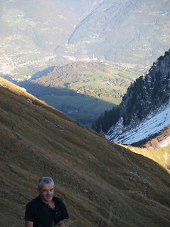 Rippes, prés en forte pente à proximité de la chambre d'hôte Abeille Saint-Michel (Savoie)