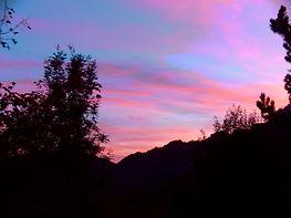 Ciel du soir au col du Vorger, près de la chambre d'hôtes Abeille Saint Michel, à Marthod, en Savoie