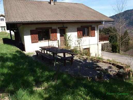 Chambre d'hôte l'Abeille Saint Michel à Albertville (Savoie) : notre maison, dans la montagne entre Ugne et Albertville.